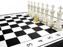 Guld- pantsätta, och någon vit görar till kung - strategi- och ledarskapbegreppet Royaltyfria Foton