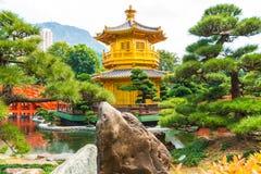 Guld- paviljong av absolut perfektion i de Nan Lian Garden wina Arkivbild