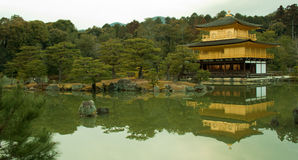 Guld- paviljongtempel Arkivfoto