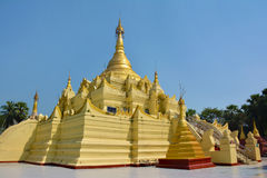 Guld- paya i det Shwe Sar Yan Buddhist komplexet i Thaton, Myanmar Arkivfoto