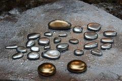Guld- pebbles Royaltyfria Bilder