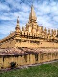 Guld- Pha den Luang Stupa Fotografering för Bildbyråer