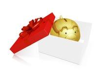Guld- Piggy sparbank i en gåvaask Royaltyfri Fotografi