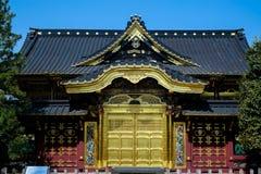Guld- port av den Japan templet Royaltyfri Foto