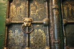 Guld- port i domkyrkan av Kristi födelsen i Suzdal Ryssland Arkivbilder