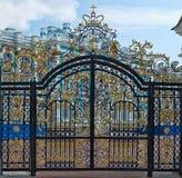 Guld- port, ingång till Catherines slott, St Petersburg Royaltyfria Foton