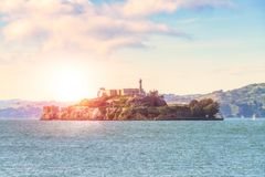 Guld- port när solnedgång med dimma i vinter, San Francisco, Califor Arkivfoto