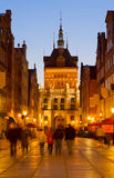 Guld- port på natten, Gdansk, Polen Royaltyfri Fotografi