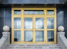 Guld- port som är elegant i pagod Fotografering för Bildbyråer