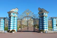 guld- port tsarskoe för st för catherine slottpetersburg russia selo Pushkin stad royaltyfri fotografi