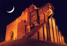 Guld- portar på natten Royaltyfri Fotografi