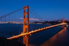 Guld- portbro vid natt i San Francisco Royaltyfria Bilder