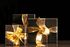 guld- present fotografering för bildbyråer