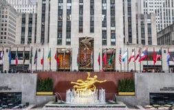 Guld- Prometheus-staty på Rockefeller Center, Midtown Manhattan royaltyfri foto