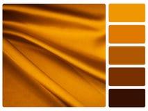 Guld- provkarta för satängfärgpalett arkivbilder