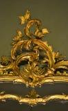 Guld- prydnad med blad- och naturbeståndsdelar Royaltyfri Bild