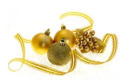 guld- prydnadar för jul Arkivbild