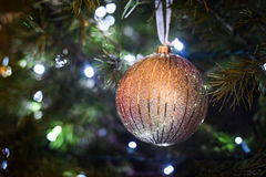 guld- prydnadtree för jul Arkivbild