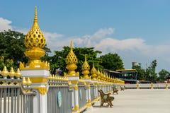 Guld- räcke och stol Royaltyfria Bilder