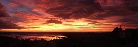 guld- röd solnedgång Royaltyfri Foto
