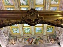 Guld- ram, frescoes och konst i den Buonaccorsi slotten, Macerata stad, Marche region, Italien royaltyfri foto