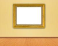 Guld- ram på den gula väggen Arkivbild