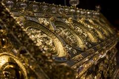 Guld- relikskrin av St Maurus i Prague, Tjeckien royaltyfria foton