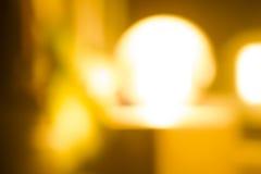 Guld- samkopieringsbakgrund av ljus med bokeh Arkivfoton