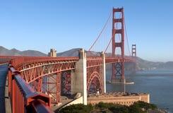 Guld- San Francisco utfärda utegångsförbud för överbryggar Royaltyfri Foto