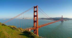 Guld- San Francisco utfärda utegångsförbud för överbryggar panorama- Arkivbild