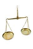 guld- scales för jämvikt royaltyfria bilder