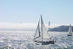 guld- segelbåt för port Royaltyfri Fotografi