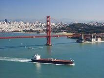 guld- ship för port royaltyfria bilder
