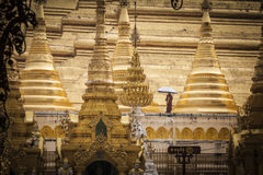 Guld- Shwedagon pagod i Yangon, Myanmar Fotografering för Bildbyråer