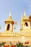 Guld- sikt härliga två den kungliga krematoriet för HM den sena konungen Bhumibol Adulyadej på November 04, 2017 Fotografering för Bildbyråer