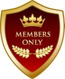Guld- sköld för medlemmar endast med en krona Vektor Illustrationer