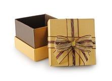 Guld- skinande öppen gåvaask med den bruna skinande pilbågen Royaltyfria Bilder