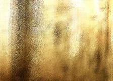 Guld- skinande abstrakt metallisk texturerad bakgrund Arkivbilder