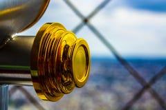 Guld- skinande teleskop royaltyfri bild