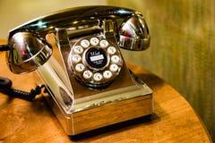 Guld- skrivbordtelefon Arkivfoton