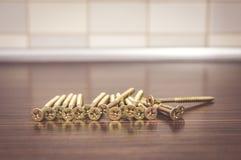 Guld- skruvar Arkivbild