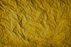 Guld- skrynklig pappers- bakgrund för inpackning, textur av grått som rynkas av gammalt tappningpapper, veck på yttersidan av grå royaltyfri fotografi