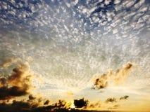guld- sky Fotografering för Bildbyråer