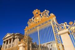 guld- slott versailles för port Royaltyfri Bild