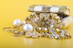 Guld- smycken royaltyfria foton