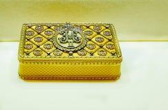 Guld- snuffbox av kejsaren Nicholas II arkivfoto