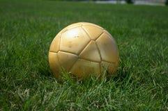 guld- soccerball Arkivfoton