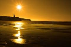 guld- solig solnedgång för ballybunionstrand Arkivfoton
