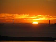 guld- solnedgång för broport Royaltyfria Foton