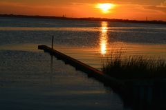 Guld- solnedgång i North Carolina fotografering för bildbyråer
